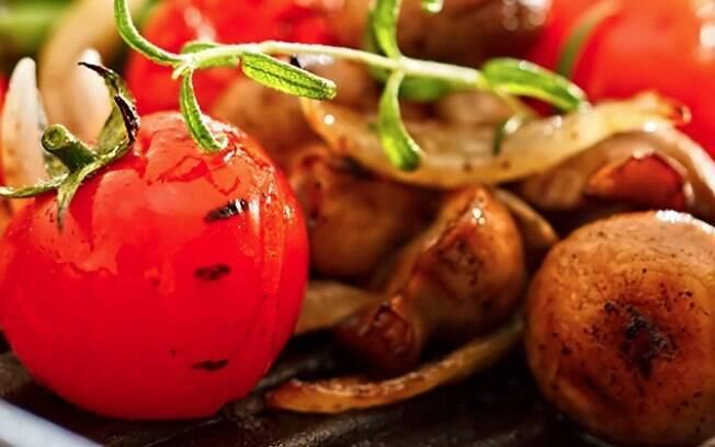 Tomate à provençal é servido frio