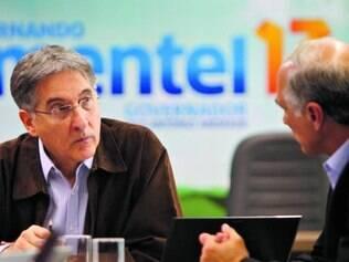 Dinheiro. Ao lado do vice, Antônio Andrade, Pimentel defendeu financiamento público de campanha