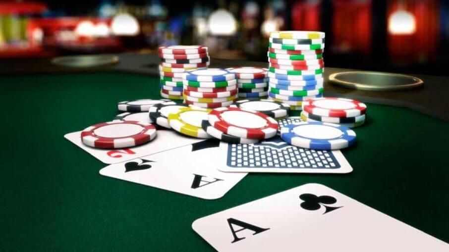 Equipe de Guedes quer arrecadar R$ 2 bi taxando torneios como de sinuca e pôquer