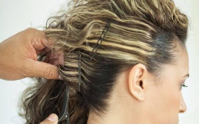 O spray de cabelo também é importante para manter os fios no lugar certo