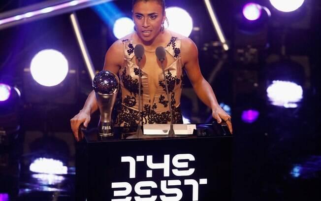 Marta foi indicada à Bola de Ouro da France Football.  Ela se junta a Rodrygo, Marcelo e outros na premiação