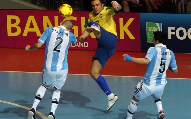 e6a11793b9 Falcão entrou no segundo tempo e decidiu a partida. Foto  AP. Falcão marcou  o gol de empate do Brasil e ainda virou o placar na prorrogação nas