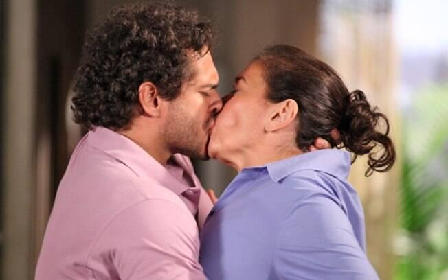 Griselda não resiste e cai nos braços de Guaracy