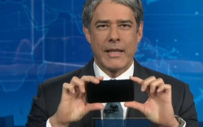 William Bonner ensina telespectadores a gravarem com o celular