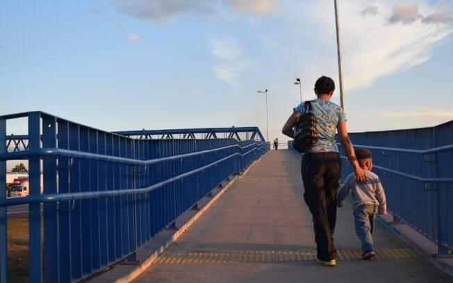 Ação noturna na D. Pedro conscientiza sobre uso de passarela em Campinas hoje