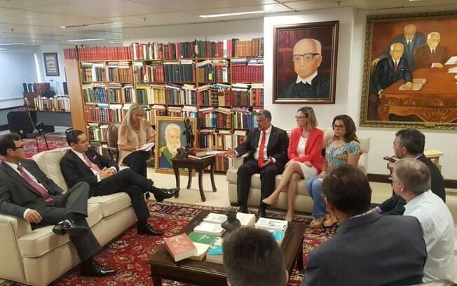 Parlamentares pró- Lula se reuniram com o presidente do Tribunal Federal Regional da 4ª Região nesta sexta-feira