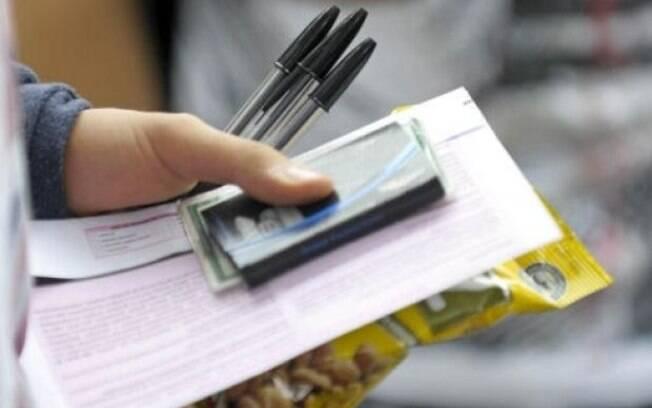 Esquecer documento com foto também é outra maneira de zerar o Enem, já que o candidato não poderá fazer a prova