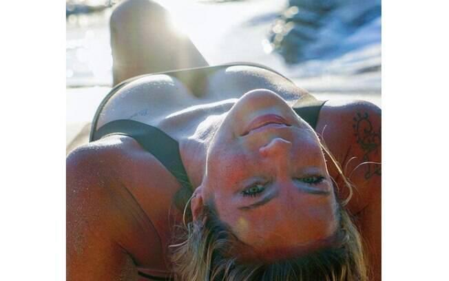 Luana Piovani posa sensual nas redes sociais