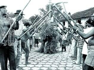 Arturos.  Festa do João do Mato representa o ritual da capina e, é realizada geralmente em dezembro