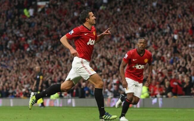A recuperação veio no jogo seguinte. Com  golaço de Van Persie, titular desta vez, o time  venceu de virada o Fulham por 3 a 2