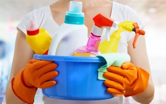 Limpar a casa após uma enchente é fundamental para evitar colocar a saúde dos moradores em risco por conta das bactérias