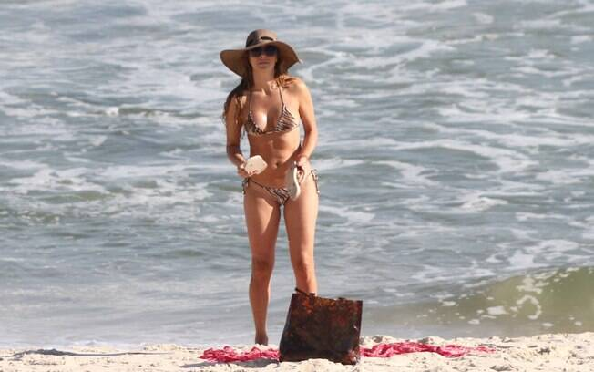 Christine Fernandes decide deixar a praia