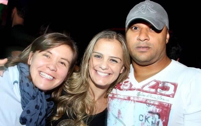 Milene Domingues com uma amiga italiana e o namorado brasileiro