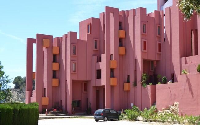 La Muralla Roja é um dos destinos instagramáveis na Espanha