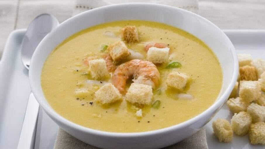 Aqueça o seu inverno com as receitas de sopas e caldos