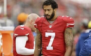 Astro da NFL diz que manterá protesto em hino nacional por questão racial