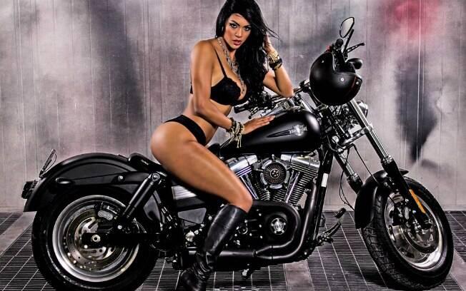 Aline Bernardes,musa da escola de samba mancha verde, Mulher em Moto, Musa do Carnaval em moto Custom, Gostosas de moto escola de Samba, the Sexy on the Carnival moto, babe on custom moto, woman in bike, sexy on bike, sexy on motorcycle, babes on bike, ragazza in moto, donna calda in moto,femme chaude sur la moto,mujer caliente en motocicleta, chica en moto, heiße Frau auf dem Motorrad