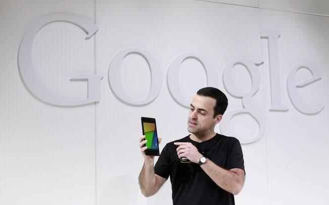 O brasileiro Hugo Barra, vice-presidente da divisão Android no Google, apresenta a nova versão do Nexus 7