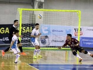Tambasa/Minas e Jaraguá Futsal se enfrentaram neste sábado, na Arena JK