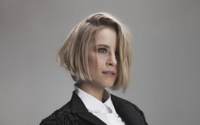 Bárbara França adotou o corte chanel para nova personagem na próxima novela das 18h