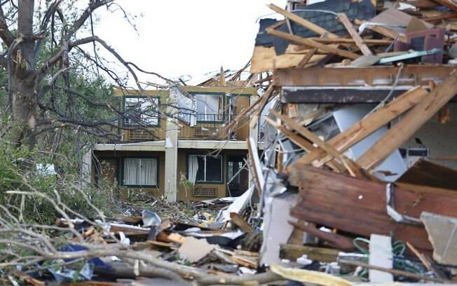 Hotel destruído por causa de uma tempestade em Oklahoma City, EUA (6/05)
