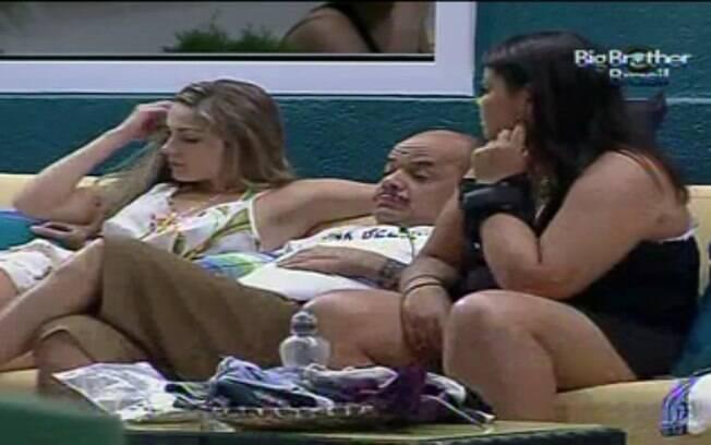 Renata desabafa com o colega João Carvalho