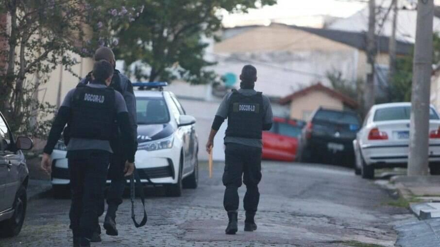 Operação da Polícia Civil cumpre mandados de busca e apreensão contra à milícia da Muzema