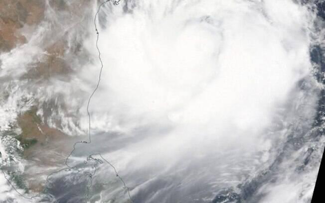 Ciclone atingiu Bangladesh e deixou pelo menos nove mortos