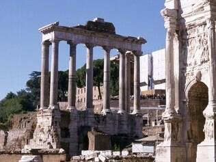Professores experts em história levam para passeios pela Cidade Eterna