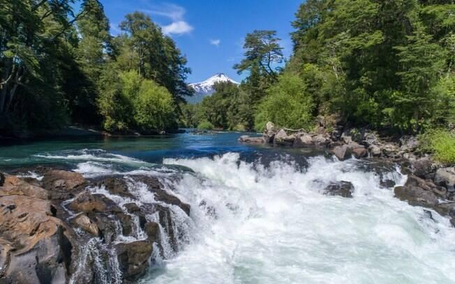 Turismo no Chile - O destino conta com muitas atrações naturais como cachoeiras, montanhas e águas termais
