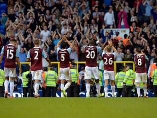 Torcedores do West Ham respondem aos atos de racismo dos aficionados do Chelsea