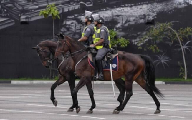 Cavalaria da PM representa o combate ao tráfico na região central de São Paulo