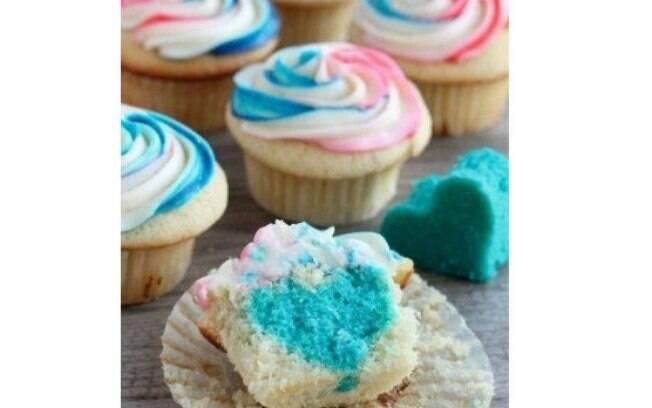 Faça cupcakes coloridos