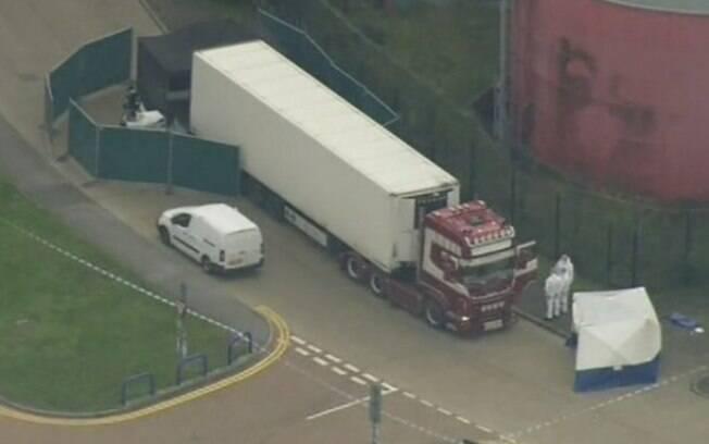 Corpos foram encontrados na parte de trás do veículo