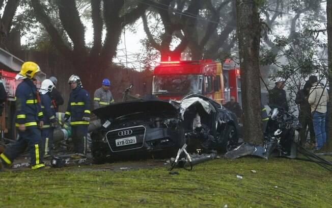 Carro de Pessalli ficou destruído após o acidente