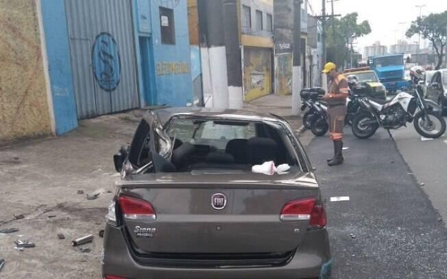 Policiais da ROCAM conseguiram prender suspeito que iria entregar veículo roubado