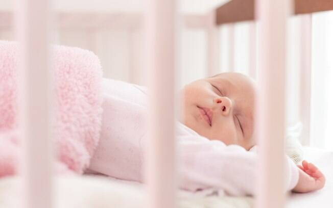 Óleos essenciais e algumas dicas e cuidados ajudam a acalmar o bebê e a criança e a garantir uma boa noite de sono