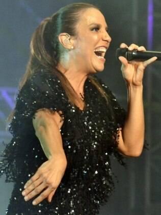 Ivete se apresentou no Axé Brasil, em Belo Horizonte nessa sexta-feira (13)