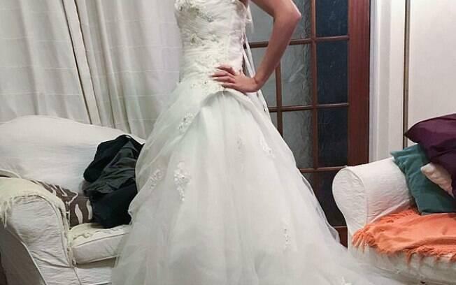 Lyndsey Harrison pensa em se fantasiar de noiva cadáver com o vestido de casamento usado em 2014