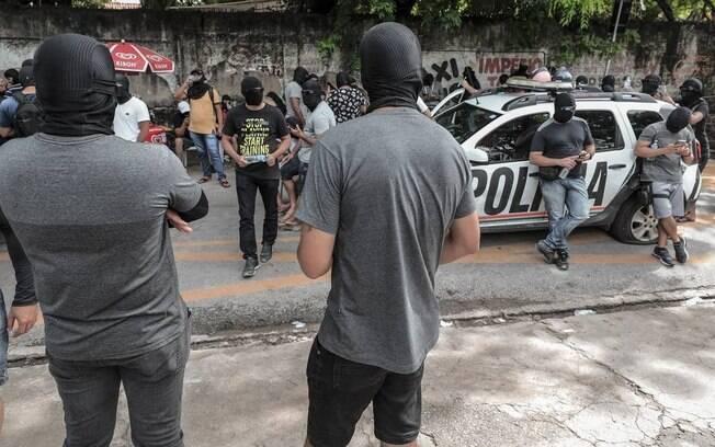 Policiais militares amotinados no 18º batalhão, no bairro de Antônio Bezerra, Zona Oeste de Fortaleza