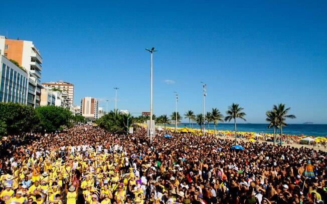 No Rio de Janeiro, os blocos de Carnaval de rua rivalizam com as escolas de samba pela atenção dos turistas