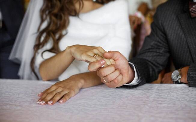 Hoje, o casamento ganhou novas formas, e um cerimonialista passou a ser um membro importante do evento