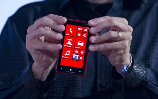 Nokia Lumia 820: Com novos lançamentos, Nokia amplia vendas de smartphones e supera BlackBerry no último trimestre