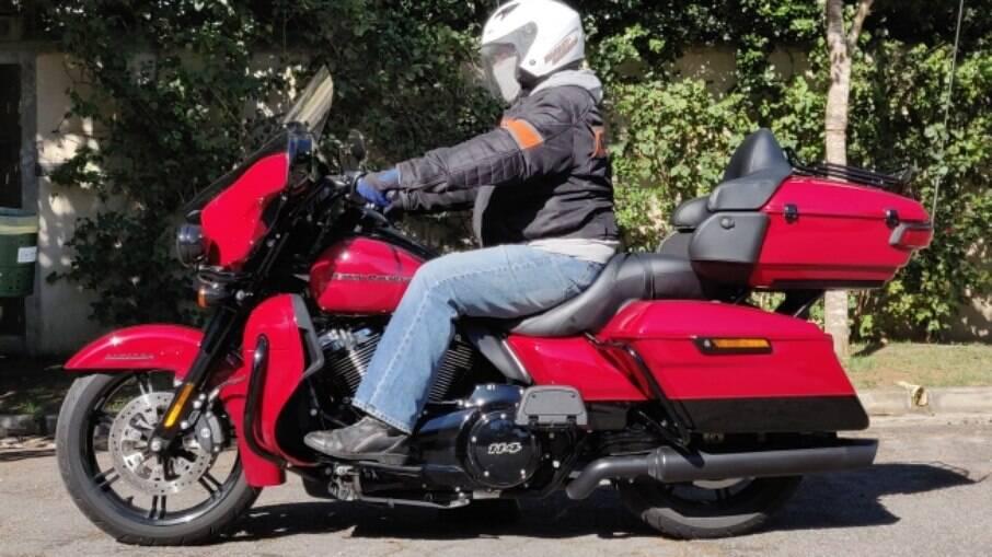A Harley-Davidson Ultra Limited 2021 vem com todos os acabamentos preto fosco