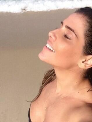Deborah Secco rebate crítica de seguidor no Instagram