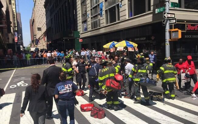 Segundo bombeiros de Nova York, uma pessoa morreu e outras 19 ficaram feridas na Times Square