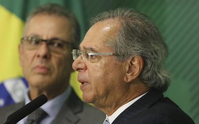 Ministérios da Economia, de Paulo Guedes, e de Minas Energia, de Bento Albuquerque, defendem venda de refinarias da Petrobras