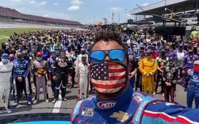Bubba é apoiado por todos os pilotos