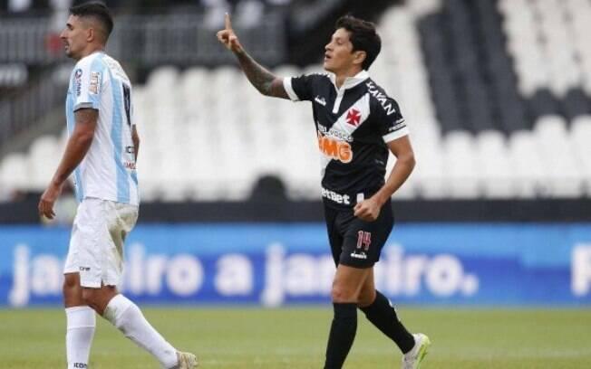Cano marcou três gols no primeiro tempo