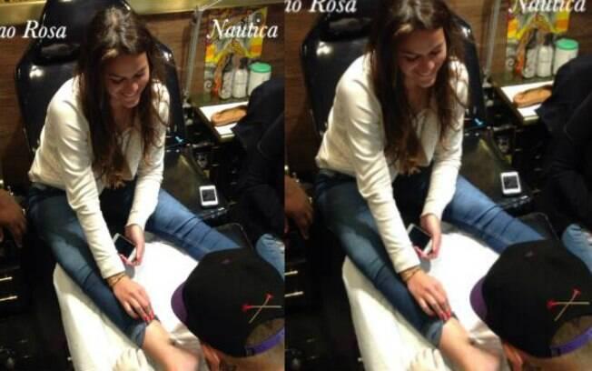 Bruna Marquezine fez uma âncora no pé